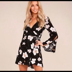 Lulu's floral wrap dress size small